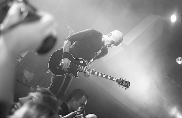 photos-group-RiseAgainst-live-in-st-petersburg-Broken-Mirrors-2012