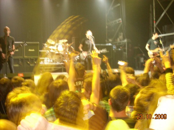 photoset-band-RiseAgainst-koncert-petersburg-Wait-for-Me-2009