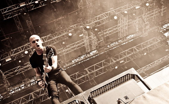 photo-Zach-Blair-guitarist-RiseAgainst-behind-scene-Collapse-2006