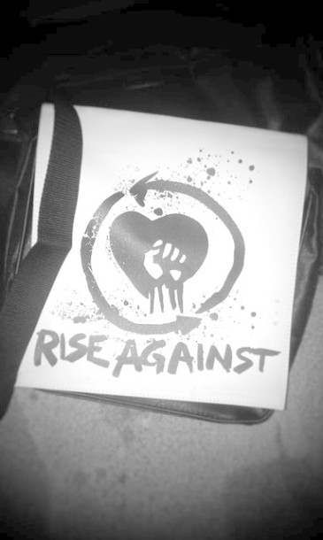photo-fans-art-handmade-Rise-Against-home-photos-risunki-atributika