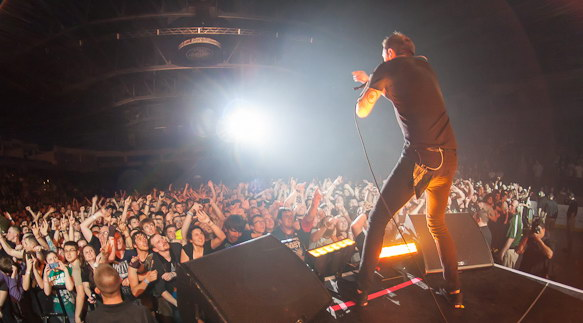 photo-Brandon-Barnes-hard-core-RiseAgainst-concert-Broken-Mirrors-2012