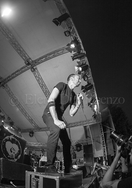 photos-Brandon-Barnes-hard-core-RiseAgainst-live-concert-Lanterns-2012