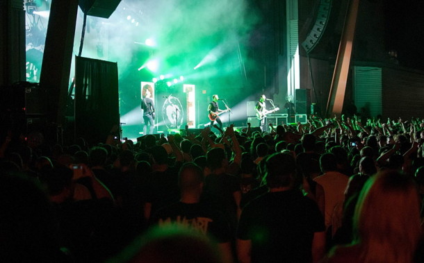 photoset-Zach-Blair-rock-gruppa-RiseAgainst-Music-Hall-Architects-2012