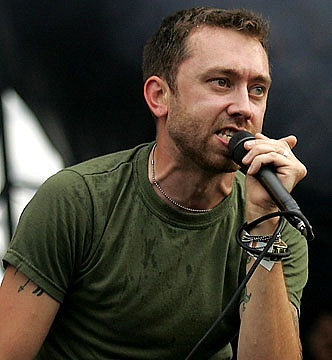 photos-Tim-McIlrath-punk-gruppa-RiseAgainst-Savior-on-scene-2002