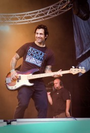 photos-Joe-Principe-bass-player-RiseAgainst-chastnie-foto-Endgame-2003