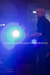 fotos-live-Zach-Blair-guitar-RiseAgainst-out-scene-Endgame-2011
