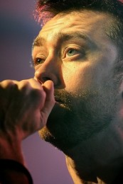 fotosession-Tim-McIlrath-punk-band-RiseAgainst-Endgame-rock-scene-2013