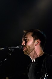photos-Tim-McIlrath-punk-gruppa-RiseAgainst-Lanterns-on-scene-2003